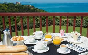chambre et petit dejeuner galerie petit déjeuner chambre d hôtes biarritz bista eder