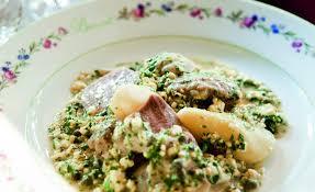 cuisiner une tete de veau tête de veau traditionnelle sauce ravigote par alain ducasse