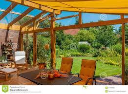 terrasses et jardin terrasse et jardin d u0027été photo stock image 47399095