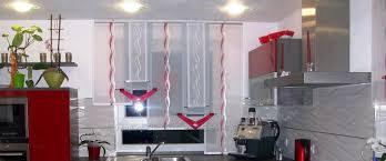 gardinen für die küche schöner stufenvorhang für die küche in silber grau und weiß