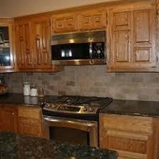 kitchen backsplash ideas with oak cabinets honey oak kitchen cabinets with black countertops pearl or