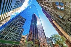 imagenes de bottom up la opinión de bottom up de rascacielos reflejó en vidrio en