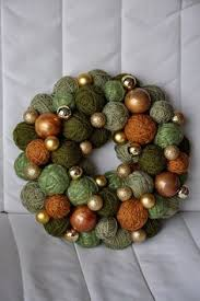 yarn wreath tutorial and green for orange and