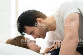 faire l amour dans la chambre amour au lit une scène romantique dans la chambre