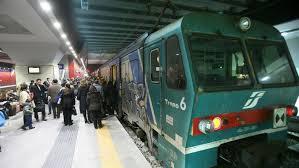 carrozze treni sulla torino il 44 dei treni viaggia con tre carrozze