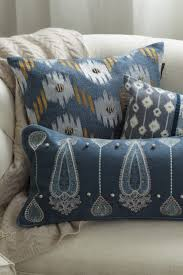 tips on decorating with throw pillows overstock com