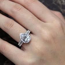 teardrop engagement rings 11 best engagement rings images on wedding pear