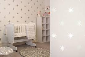 tapisserie chambre d enfant papiers peints célestes pour une chambre d enfant au fil