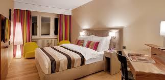 couleur de la chambre à coucher comment décorer sa chambre 5 astuces pour mettre de la couleur