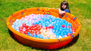 water balloons epic kid water balloon fight zuru bunch o balloons summer family