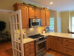 kitchens with black appliances and oak cabinets how to decorate a kitchen with black appliances narrg com