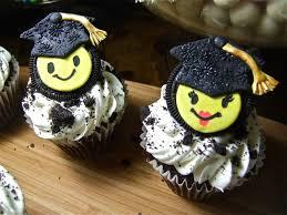 graduation cookie cake ideas 59621 oreo cookie topped grad