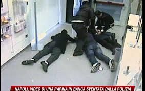 rapina in napoli filmata rapina in sventata dalla polizia sky tg24