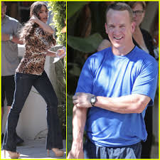 peyton manning joins sofia vergara on modern family set peyton