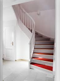 weiãÿe treppe weiße treppe mit rotem linoleum daniel beutler treppenbau