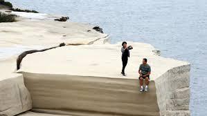 wedding cake rock sydney wedding cake rock tourists continue to risk for photos