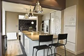 eclairage pour ilot de cuisine luminaire pour cuisine le de chevet blanc marchesurmesyeux ilot