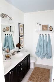 wall hangings for bathrooms