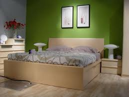 what paint colors look best with maple bedroom furniture