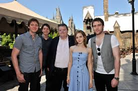 harry potter cast visits the wizarding world desktop wallpaper