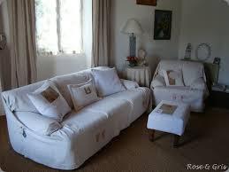 recouvrir canapé parure d été au salon gris