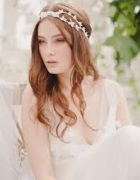 fleurs cheveux mariage une fleur ou deux dans ma coiffure de mariée mariage
