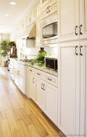 Antique Looking Kitchen Cabinets White Kitchen Cabinets With Hardwood Floors 1000 Images About