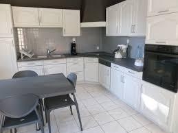 repeindre meuble de cuisine en bois meuble cuisine bois massif pas cher cool cuisine bois et blanc