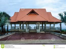 tetto padiglione padiglione con il tetto arancione chiaro fotografia stock