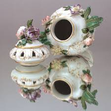 kpm berlin vase prunkvase deckelvase rokoko potpourri
