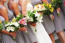 bridesmaid flowers 7 tips for choosing mismatched bridesmaid bouquets come