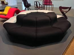 canapé circulaire louvre pour tou te s on paulin conçut en 1968 ce canapé