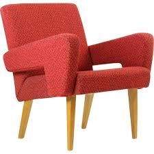fauteuils rouges paire de fauteuils rouges en tissu et en bois 1960 design market