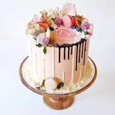 Non Traditional Wedding Decorations Drip Wedding Cakes Chwv