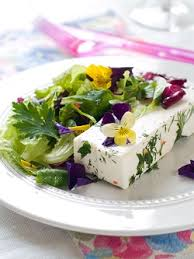 Salad With Edible Flowers - edible flowers annual guide dr douillard u0027s lifespa
