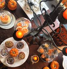 halloween led candles kim hopkins hosts a spooky u0026 stylish halloween party in sag harbor