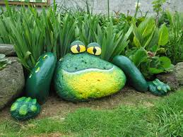 painted frog rocks these are the best diy garden u0026 yard ideas