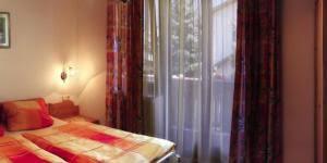 une chambre en plus comment choisir des rideaux pour une chambre à coucher