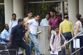 aamir khan visits lilavati hospital to meet dilip kumar