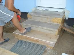 treppe betonieren frau himmelblau treppe zum zweiten