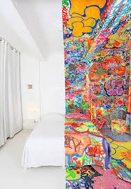 graffiti chambre quand le artist tilt é une chambre d hôtel à marseille