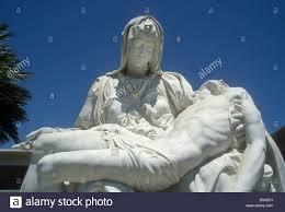 sculpture mary holding body jesus stock photos u0026 sculpture mary