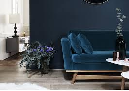 canapé velours bleu aussi doux que chic canapé en velours velours et canapés