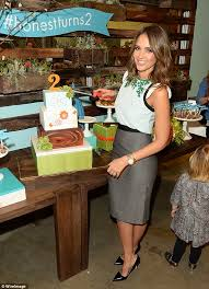 Honest Office Jessica Alba Puts In Another Day At The Office For The Honest