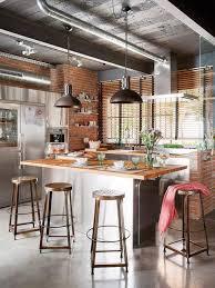 Cuisine Style Industrielle by Murs En Brique Tuyaux Apparents Suspensions Et Hauts Tabourets