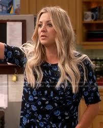 pennys hair on big bang theory wornontv penny s blue floral top on the big bang theory kaley
