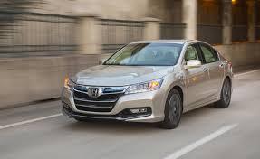 honda accord hybrid 2013 honda says accord in hybrid buyers should pay a 10 000