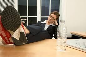 m sur le bureau quand tu es seul au bureau tu peux mettre tes pieds sur le bureau
