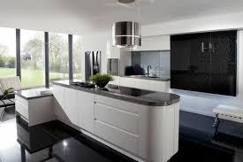 cuisine et blanc cuisine blanche avec plan de travail noir 73 id es relooking moderne