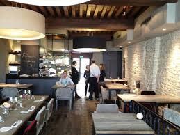 restaurant cuisine ouverte la salle de restaurant avec la cuisine ouverte photo de la maison